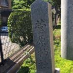 石は時代を超えて・・・近所の神社にある徳山石