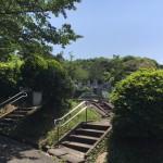 福岡市営平尾霊園で、お墓の防草工事です。