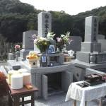 三日月山霊園にて、シンプルな和型墓石が完成いたしました。石種G623