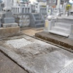 ご遺骨の取出しのお手伝いとお墓じまいを行いました。朝倉市の墓地にて