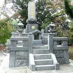 全面的な墓石クリーニングと目地入れ、コンクリート補修が完了。福岡市博多区にて