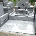 両家のお名前が入ったシンプル洋型の両家墓が完成。福岡市三日月山霊園にて