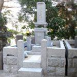福岡市早良区荒江の地域墓地にて、お墓のクリーニングと目地の補修をさせていただきました。伝統的な和型のお墓、15年前にご縁のあったお客様