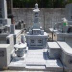 福岡市営三日月山霊園にて、山口県産徳山石でできた五輪塔タイプの先祖墓を、地上式納骨室のお墓にリフォーム。20数年前に改葬をお手伝いさせていただいたお客様