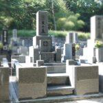 インド産アーバングレイ、尺1寸の立派な和型墓石を建立。額縁付き、全面石貼り仕上げ。北九州市門司区寺院墓地